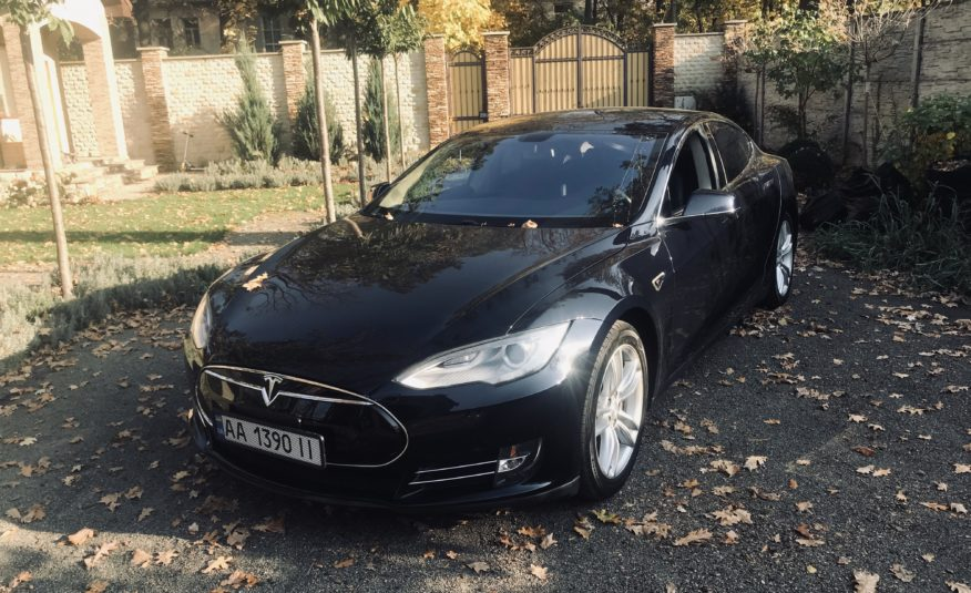 Tesla Model S 85 максимальная 2013